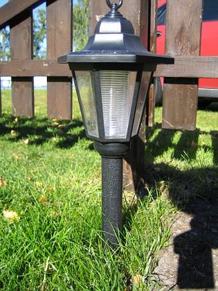 Solcellslampa Jag köpte även solcellslampor på Jula.&nbsp 2005-09-17 IMG_0019 Granudden Färjestaden Öland