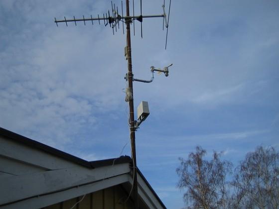 Väderstation Antennmast med min nymonterade väderstation LaCrosse WS-3600. 2006-04-01 Bild 021 Granudden Färjestaden Öland