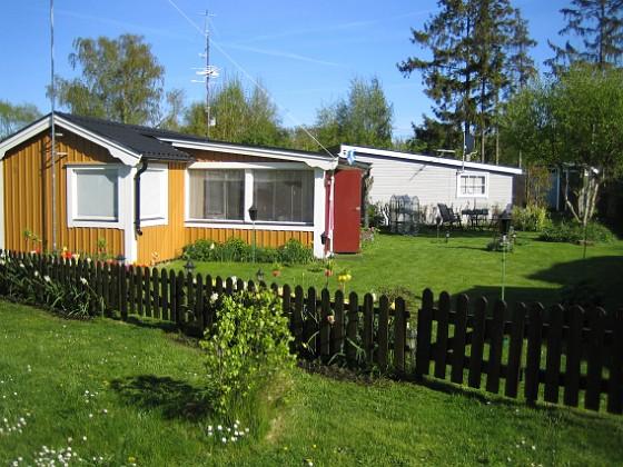 Granudden En översikt över tomten och huset 'i vårsolens glans'. 2008-05-08 Bild 001 Granudden Färjestaden Öland