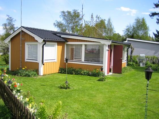 Granudden Dagens första bild. Lägg märke till den nyklippta gräsmatan!&nbsp 2009-05-09 001 Granudden Färjestaden Öland