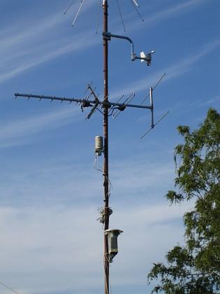 Södra antennmasten  Här finns TV-antenn och min väderstation. I toppen min mottagarantenn. 2009-07-17 IMG_0171 Granudden Färjestaden Öland