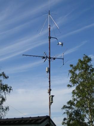 Södra antennmasten Här finns TV-antenn och min väderstation. I toppen min mottagarantenn. 2009-07-17 IMG_0172 Granudden Färjestaden Öland