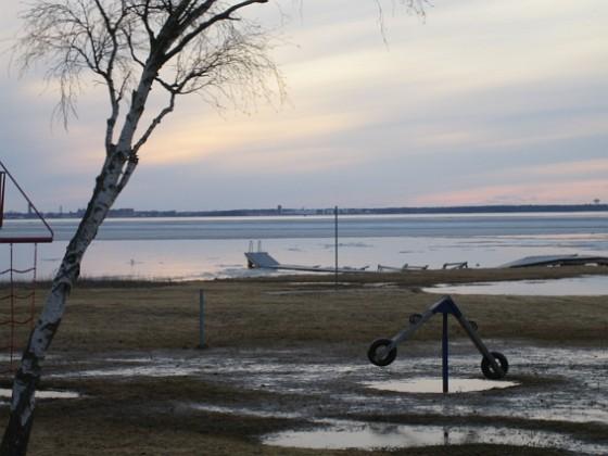Granudden Man har glömt ta upp badbryggan innan isen kom!&nbsp 2011-03-25 004 Granudden Färjestaden Öland
