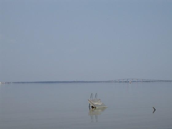 Granudden Man glömde helt enkelt ta upp bryggan förra året. Isen har slitit sönder den helt och hållet! 2011-04-21 043 Granudden Färjestaden Öland