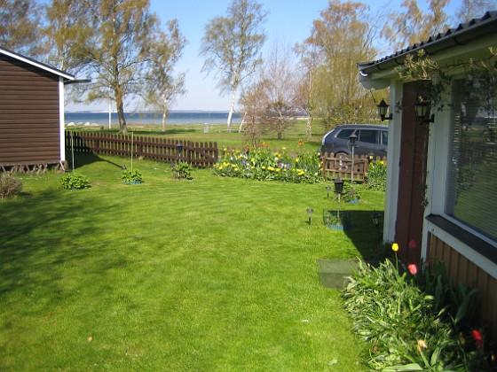 Granudden Gräset är nyklippt och så här skulle jag vilja ha det hela sommaren.&nbsp 2012-05-01 019 Granudden Färjestaden Öland