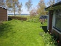 Gräset är nyklippt och så här skulle jag vilja ha det hela sommaren. (2012-05-01 019)