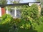 Altanen Om några år så ser man knappt ut från altanen. Min Kaprifol håller på att ta över ena altanfönstret redan. 2012-09-29 IMG_0013