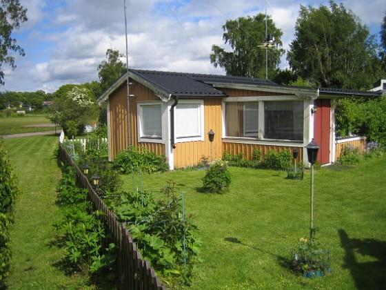 Granudden Allting är så härligt grönt och gräset är nyklippt.&nbsp 2015-05-30 IMG_0002 Granudden Färjestaden Öland