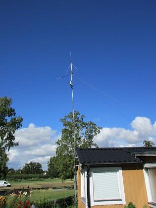 Radioantenn Detta maströret är 9m men ca 75 cm är nedgrävt för att öka stabiliteten.&nbsp 2015-07-28 Radioantenn_0138 Granudden Färjestaden Öland