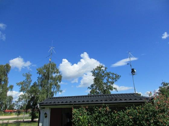 Radiomaster Här ser vi båda mina antennmaster, den vänstra är ca 9 meter och den högra 6 meter.                                2016-07-10 Radiomaster_0013 Granudden Färjestaden Öland