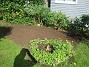 IMG_0026 Det ser inte så vackert ut just nu. Men här fanns tidigare två krusbärsbuskar och en massa Rabarber - som jag nu tagit bort. Jag har lagt på jord och sått gräs här istället. 2017-08-08 IMG_0026