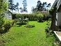 Här fanns tidigare Rabarber och krusbärsbuskar. Men i höstas så jämnade jag dem med marken och sådde gräs istället.                                (2018-05-06 IMG_0046)