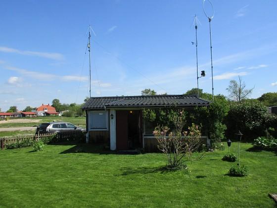 Stugan Nu är jag äntligen nöjd med min gräsmatta.                                2020-05-27 Stugan_0054 Granudden Färjestaden Öland